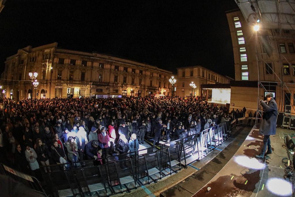 Fiume di gente per il veglione della taranta in piazza